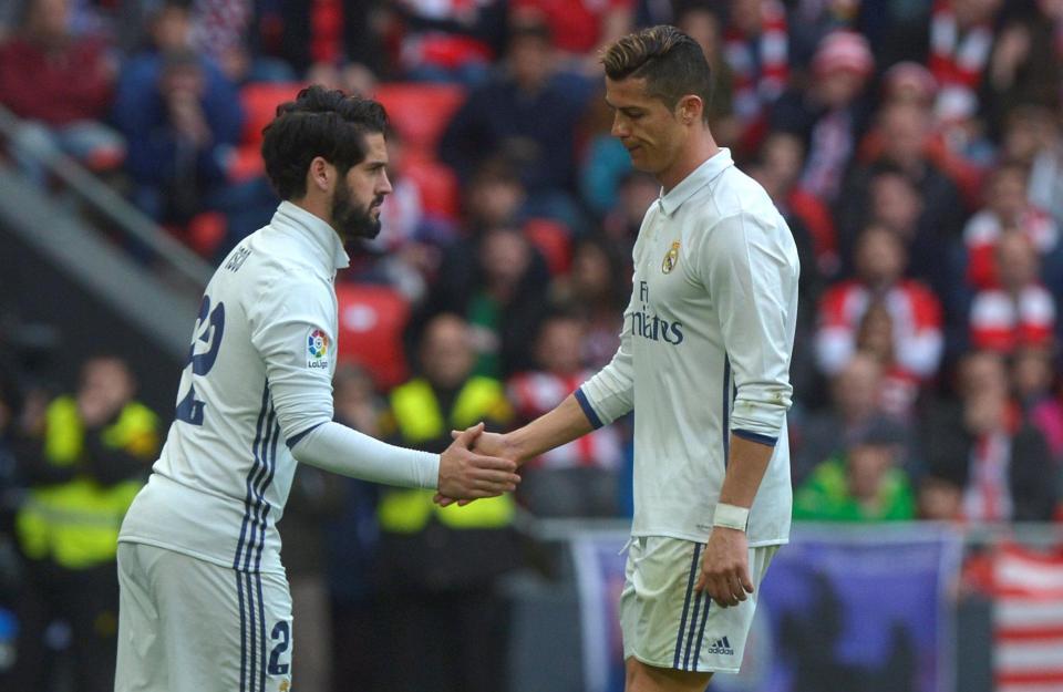 Ronaldo chỉ tên đồng đội chê đá kém