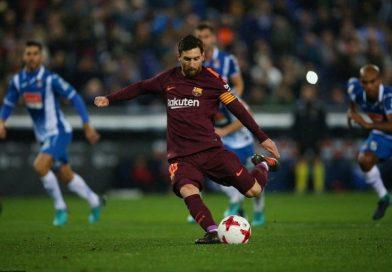 Messi đá hụt phạt đền