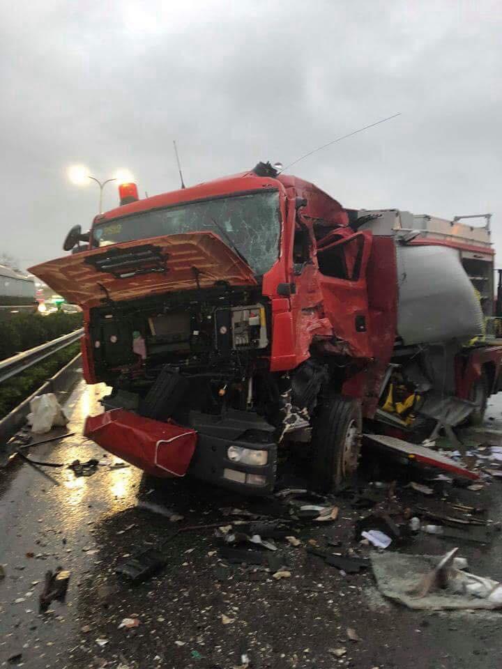 xe cứu hỏa đấu đầu xe khách 1 chiến sĩ đã tử vong