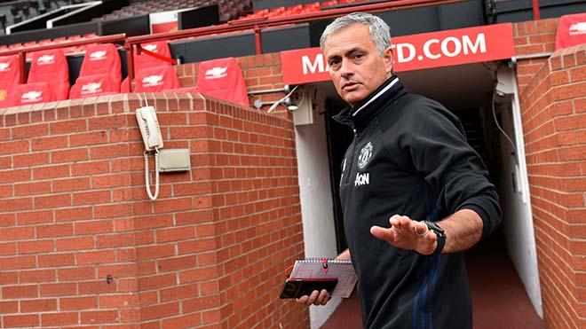 Định ngày trảm tướng, thảm đỏ rước Mourinho