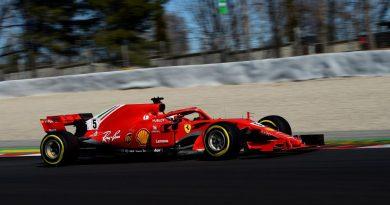 Đua thử F1 ngày thứ 5: McLaren liên tục gặp vấn đề, Vettel nhanh nhất