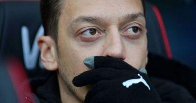 Đâu là lý do Ozil bị gạt bỏ khỏi đội hình tại Arsenal