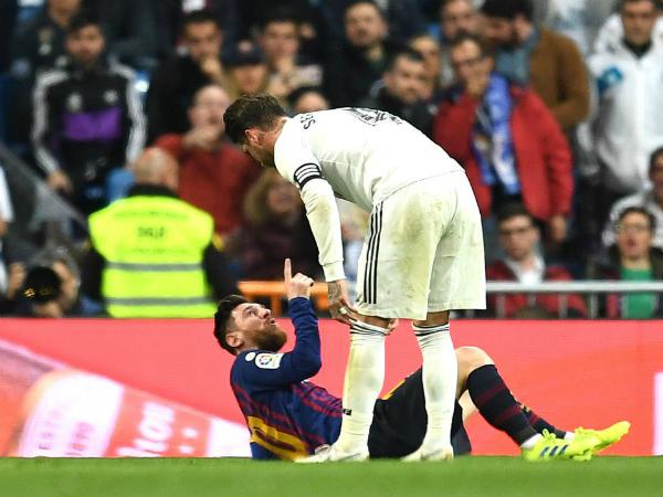 Cựu trọng tài Andujar Oliver cho rằng Ramos xứng đáng nhận thẻ đỏ