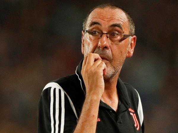 HLV Sarri bông đùa học trò sau khi vô địch Serie A